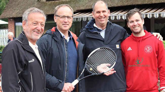 Dr. K. Ulrich Rubehn (Vorsitzender LTCE), Volker Hatje (Bürgermeister Stadt Elmshorn) Ben Delhey (Vorstand Sport LTCE), Martin Hausmann-von Hunoltstein (Headcoach Tennisschule im LTCE)