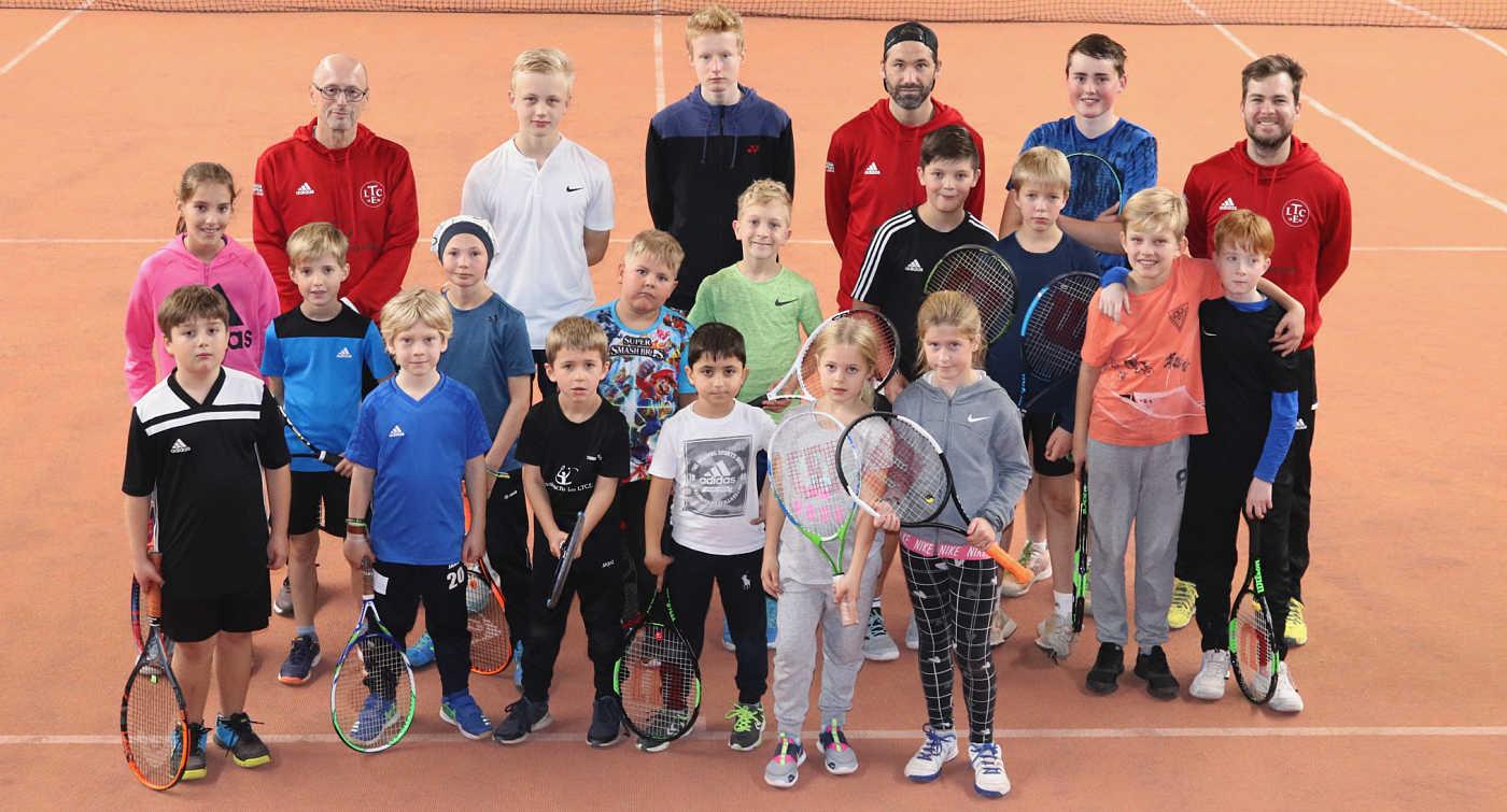 Trainer und teilnehmende Kids zum Abschluss des Camps