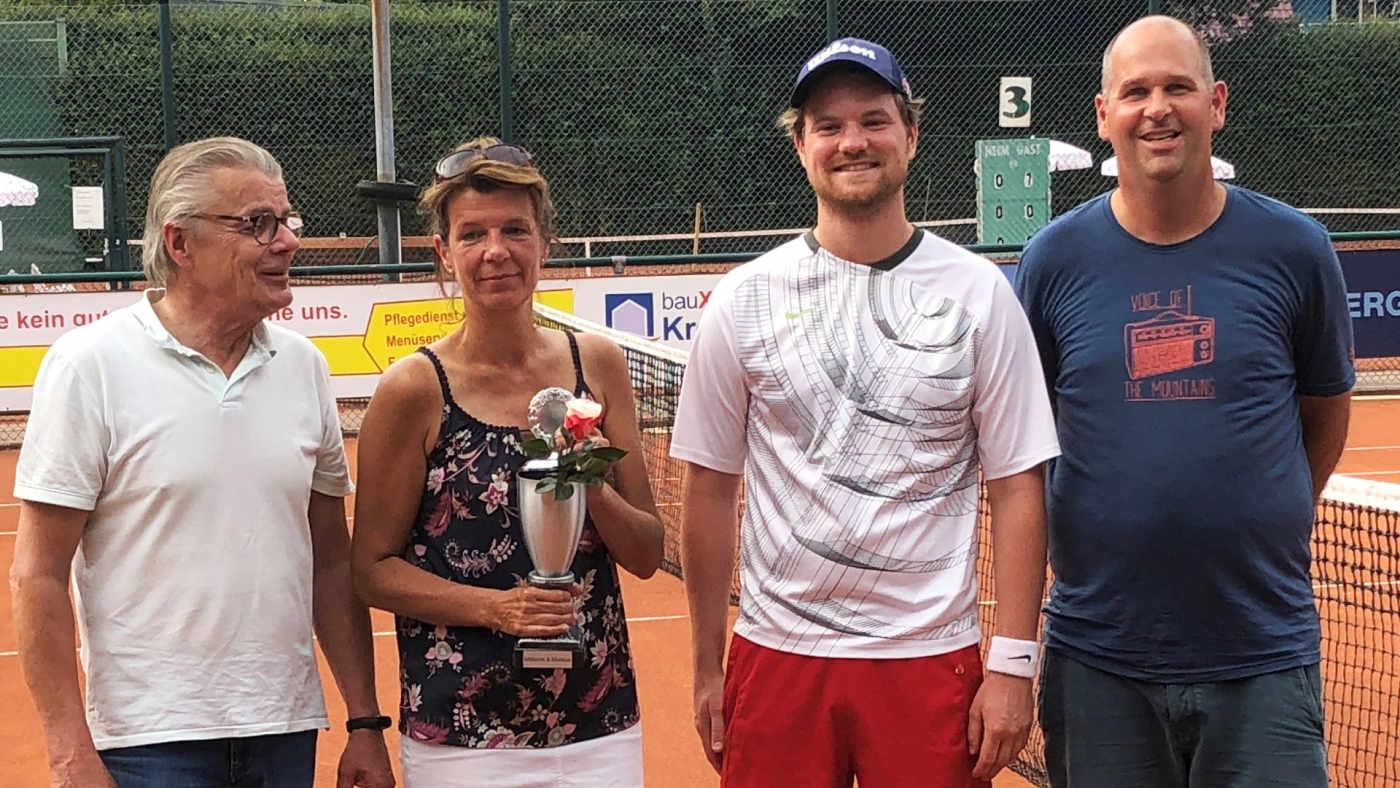 Beate Brieske-Martens und Karsten Hagge (Bildmitte)