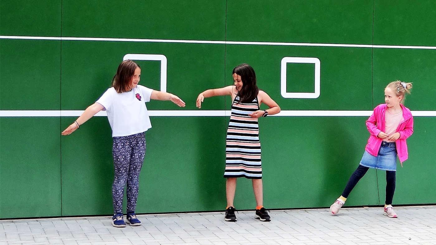 Tenniskids bei der Tanzvorführung