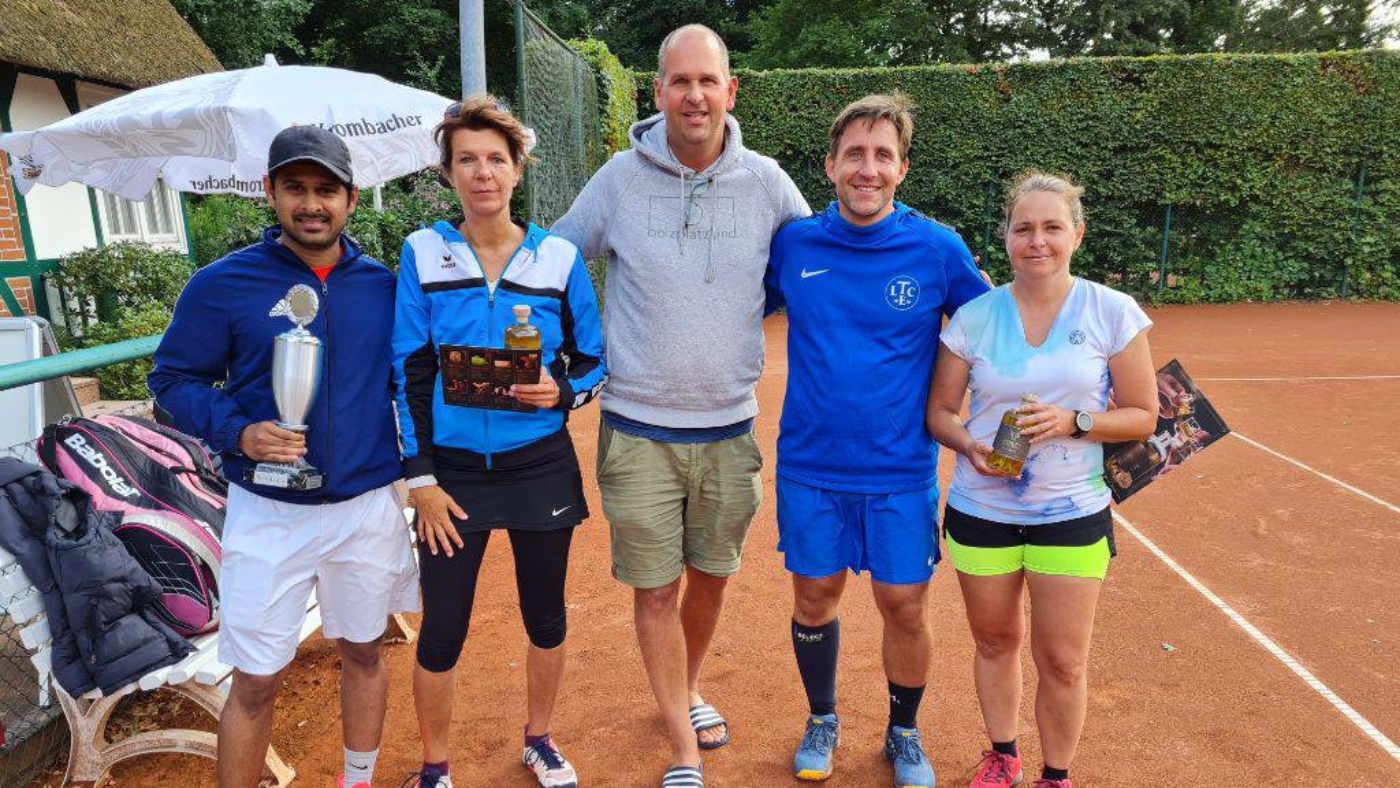 Finalteilnehmer Turniergruppe: v.l. Ina Heibach/Björn Hesebeck, Ben Delhey, Beate Martens/Raghun Ravichandran